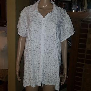 Avenue Stretch brand, size 22/24 White shirt.